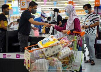 PELBAGAI aspek perlu dilihat sebelum berbelanja bagi memastikan seseorang memiliki simpanan pada waktu kecemasan. – GAMBAR HIASAN/AMIR KHALID