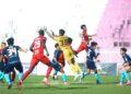 AKSI Kelantan United (baju merah) ketika menentang Selangor FC II dalam saingan Liga Perdana semalam. - IHSAN Kelantan United