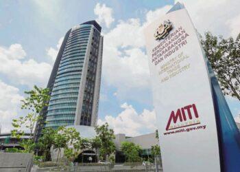 KEMENTERIAN Perdagangan Antarabangsa dan Industri sebelum ini memberitahu, Malaysia kini dalam landasan untuk meratifikasi CPTPP. – GAMBAR HIASAN