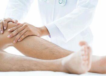 Penghidap berasa sakit terutama di bahagian paha dan betis seperti ditekan. –Gambar hiasan