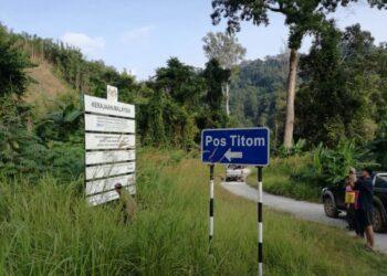 PENDUDUK masyarakat Orang Asli di Pos Titom antara yang sudah lengkap menerima vaksin tunggal Cansino di Pahang pada minggu lalu.. -MEDIA SOSIAL
