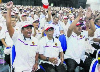 RAMAI pesara kerajaan termasuk dalam kalangan bekas tentera yang menjadi calon pilihan raya. – UTUSAN/AMIR KHALID