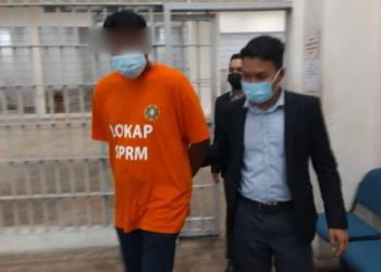 SEORANG Pengurus Felda direman lima hari di Mahkamah Majistret di Kuantan, Pahang bagi membantu siasatan kes salah guna kuasa. - FOTO/IHSAN SPRM