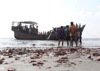 BANGLADESH mula memindahkan ratusan pelarian etnik Rohingya ke pulau Bhashan Char. - AFP